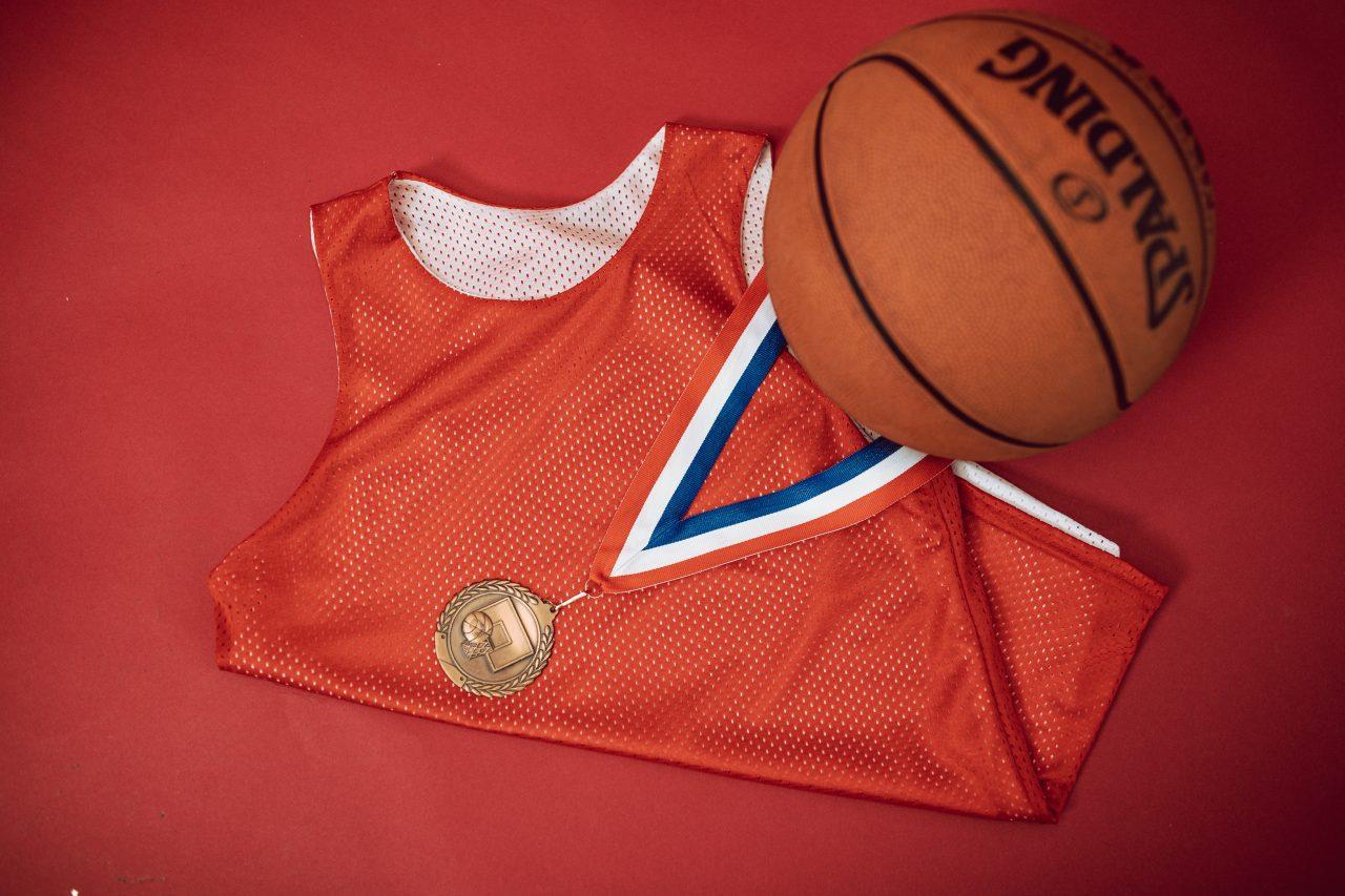 Comment porter le maillot de basket en ville ?